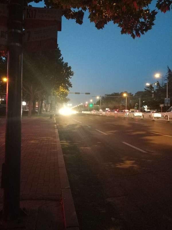 就你车上有灯!全路口你最闪亮!